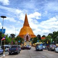 Photo taken at Phra Pathom Chedi by Choflove E. on 7/13/2013