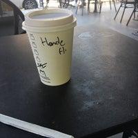 4/23/2018 tarihinde Hande O.ziyaretçi tarafından Starbucks'de çekilen fotoğraf