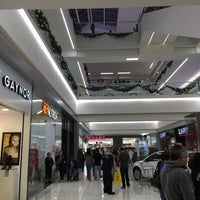 Foto tomada en Plaza Tlalne Fashion Mall por Ivan M. el 12/21/2015