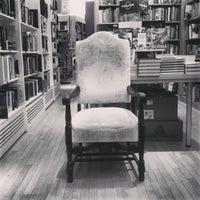 รูปภาพถ่ายที่ Greenlight Bookstore โดย Wes G. เมื่อ 2/26/2013