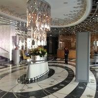 9/1/2013 tarihinde Louisаziyaretçi tarafından Wyndham Grand Istanbul Kalamış Marina Hotel'de çekilen fotoğraf