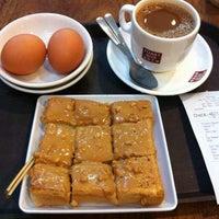 Photo taken at Toast Box 土司工坊 by cindy Y. on 4/17/2014