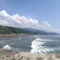 Photo taken at 烏石港衝浪海灘 Wushigang Surf Beach by Vicky H. on 9/13/2015