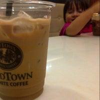 Photo taken at OldTown White Coffee by FITROHMATIKA A. on 11/8/2012