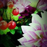 Photo taken at 青山フラワーマーケット ルミネ荻窪店 by minmin_gogo on 10/2/2012