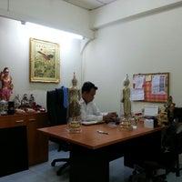 Photo taken at ตำหนักสำนักอาจารย์โย ศุภากร เนียมสำลี้ by ธนวรรณ ข. on 10/1/2013