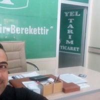 Photo taken at Zihni Yel Ticaret Toros Tarım Gübre Bayi by Celâl G. on 4/18/2018