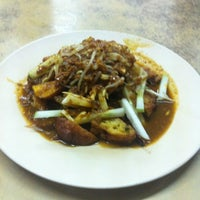 Photo taken at Sadong Indah & Catering by Cilan L. on 9/18/2012