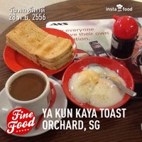Photo taken at Ya Kun Kaya Toast 亞坤 by Rungthiwa S. on 11/28/2013