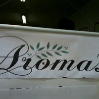 Photo taken at Aroma's Sucos e Lanches by Leidi N. on 8/10/2013