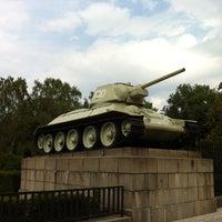 9/14/2012 tarihinde Kevin v.ziyaretçi tarafından Sowjetisches Ehrenmal Tiergarten'de çekilen fotoğraf