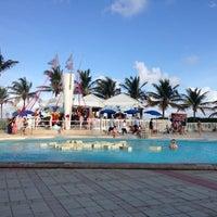 Foto tirada no(a) Deauville Beach Resort por Edlynne L. em 12/8/2012