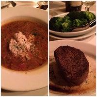 10/14/2013 tarihinde David K.ziyaretçi tarafından Ruth's Chris Steak House'de çekilen fotoğraf