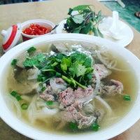 Photo taken at Yen's Vietnamese Restaurant by Aaren K. on 12/27/2015