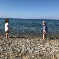 Photo taken at Pınar Cafe & Beach &Nargile by Adil K. on 7/15/2018