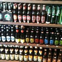 Foto tirada no(a) Adega Brasil Delicatessen por Raphael O. em 12/1/2012