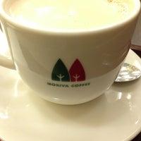 Photo taken at MORIVA COFFEE (モリバコーヒー) 自由が丘店 by Masayuki H. on 1/4/2013