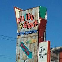 Foto tomada en Malibu Shack Grill & Beach Bar por Kathryn K. el 4/4/2013