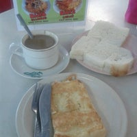 Photo taken at Cafe AMC by Zaimi C. on 5/15/2014