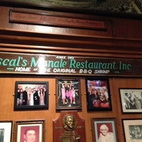 4/5/2013 tarihinde Brian W.ziyaretçi tarafından Pascal's Manale Restaurant'de çekilen fotoğraf