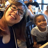 Foto scattata a Mr. Mamas Breakfast and Lunch da candy il 7/1/2018