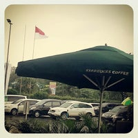 Photo taken at Starbucks Coffee by Insan R. on 7/22/2013