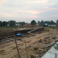 Photo taken at Pasar Baru Sekadau by Taufik Buhiong T. on 8/26/2013