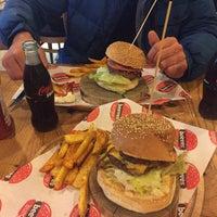 2/21/2016 tarihinde Birol P.ziyaretçi tarafından Beeves Burger&Steakhouse'de çekilen fotoğraf