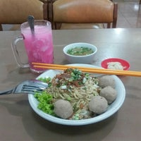 Photo taken at Mie Pangsit Gajah Mada by Yudi on 4/25/2016