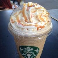Foto tirada no(a) Starbucks Coffee por Francesca em 8/23/2013