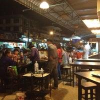Das Foto wurde bei ร้านอาหารเยาวราช von Veraporn K. am 1/31/2013 aufgenommen