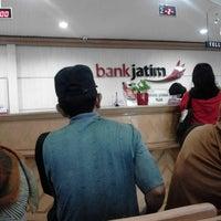 Photo taken at Bank Jatim by Winda W. on 9/23/2013
