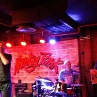 Foto tomada en Honky Tonk Bar por María José G. el 5/27/2016