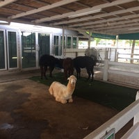 Photo taken at Dairy Hut Farm & Restaurant by Watcharaphong T. on 1/4/2017