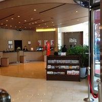 Foto tirada no(a) Ibis Ambassador Hotel por Meythee L. em 4/22/2013