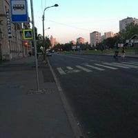 Photo taken at Остановка «Ленинский проспект / Варшавская улица» by Alex D. on 7/28/2013