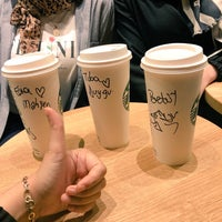 Foto tomada en Starbucks por Tuğba Duygu Yazan el 9/8/2018