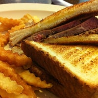 รูปภาพถ่ายที่ Woody's BBQ โดย Michael M. เมื่อ 4/29/2013