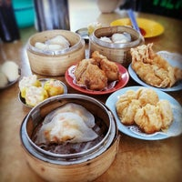 Photo taken at Restaurant Ful Lai Dim Sum (富涞饱饺点心茶楼) by Chloe Y. on 1/12/2013