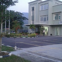 Photo taken at Phor Tay Private High School (菩提独中) by ELVIn G. on 7/29/2013