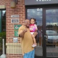 Photo taken at Applebee's Neighborhood Grill & Bar by Melissa A. on 8/15/2014
