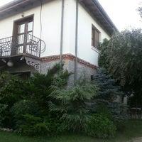 Das Foto wurde bei Tuncel Kurtiz'in Yeri von Cem E. am 7/14/2014 aufgenommen