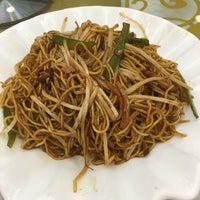 Photo taken at Kung Tak Lam Shanghai Vegetarian Cuisine 功德林上海素食 by Erica C. on 12/27/2015