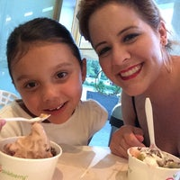 Photo taken at Pinkberry by Raquel T. on 8/23/2014