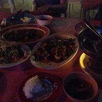 Photo taken at ร้านข้าวใหม่ปลามัน by JJ za 🍀🐳🍃🍄🌺 on 4/28/2014