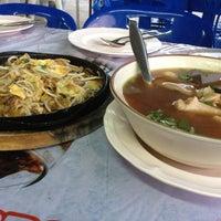 Photo taken at ลุงเปี๊ยกโภชนา by JJ za 🍀🐳🍃🍄🌺 on 6/14/2013