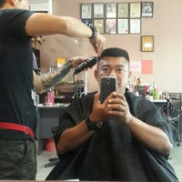 Photo taken at 憲 Xun Hair Saloon by Kelly Chew on 1/4/2016