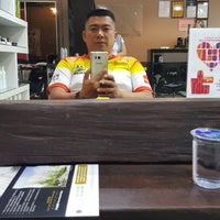 Photo taken at 憲 Xun Hair Saloon by Kelly Chew on 8/10/2017