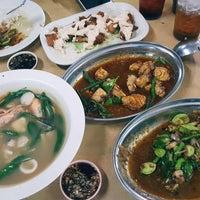 Photo taken at Ghee Seng Tomyam Seafood by Kelly Chew on 7/2/2017
