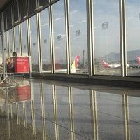 Photo taken at Rio de Janeiro–Galeão International Airport (GIG) by Alberto C. on 10/21/2013